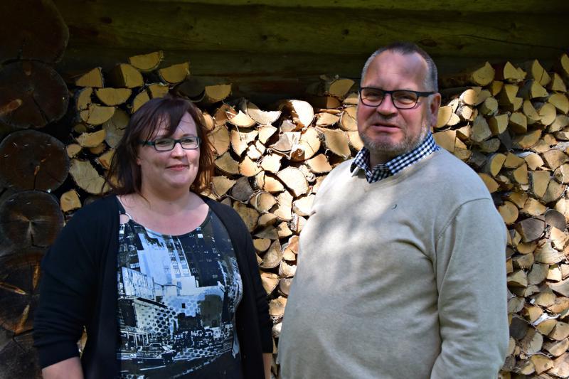Käyttöpäällikkö Teija Mäyrä ja toimitusjohtaja Antti Vilkuna ottivat tyytväisenä vastaan uutisen EU-direktiivistä, joka lisää puupohjaisen etanolin kannattavuutta.