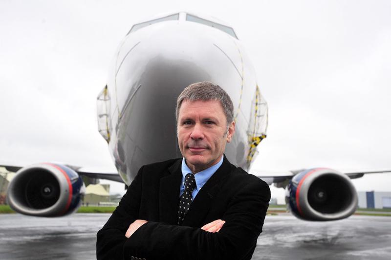 Iron Maidenin laulaja Bruce Dickinson on myös koulutettu lentäjä.