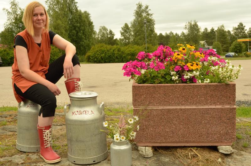Helinä Koskela Alavieskan torilla, missä markkinat pidetään ensi viikon lauantaina.