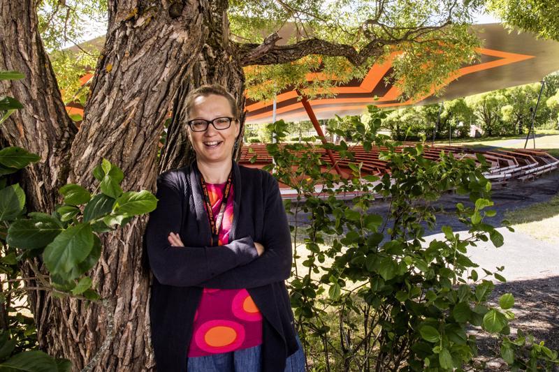 Pro Kaustinen ry:n toiminnanjohtaja Silja Heikkilä iloitsee siitä, että festivaalialue on niin lapsiystävällinen.