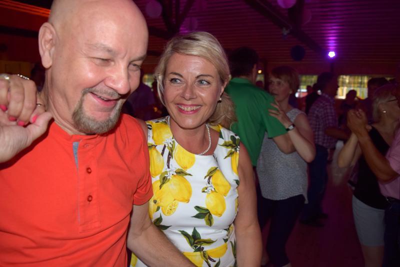 Kari Lind ja Nina Vikkula kiersivät viiden päivän Itä-Suomen retkellään neljä tanssilavaa, mutta vauhtia riitti vielä Rantamajallekin.