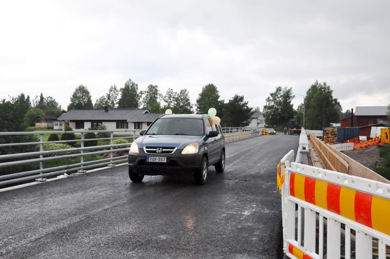 Rauman silta avautui liikenteelle keskiviikkoaamuna.
