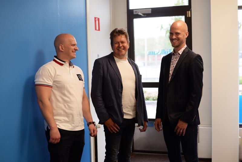 Asko Alanko, Sauli Annala ja Teemu Lillrank kalustavat Haapajärven toimiston tällä viikolla, minkä jälkeen ovet ovat heti kaikille avoinna.