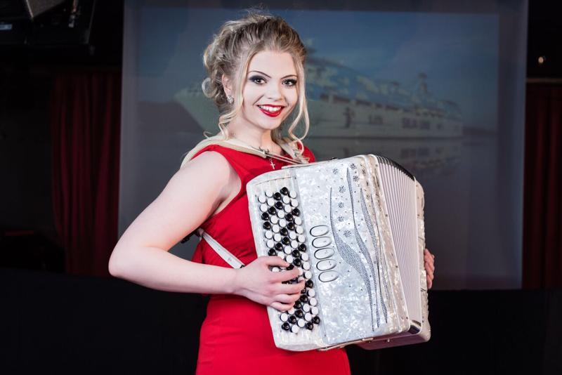 Sievistä kotoisin oleva ja Kaustisen musiikkilukiossa opiskeleva Janina Suihkola voitti Kultaisen Harmonikan.