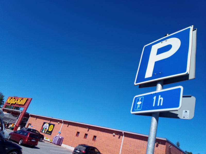 Parkkipaikkarajoitukset tulevat festivaaliviikolla kaustislaisille tutuksi.