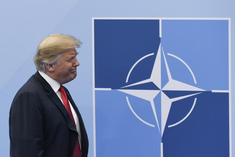 Yhdysvaltain presidentti Donald Trump osallistuu torstaina vielä Nato-kokoukseen, ennen kuin hän jatkaa matkaansa Britanniaan.