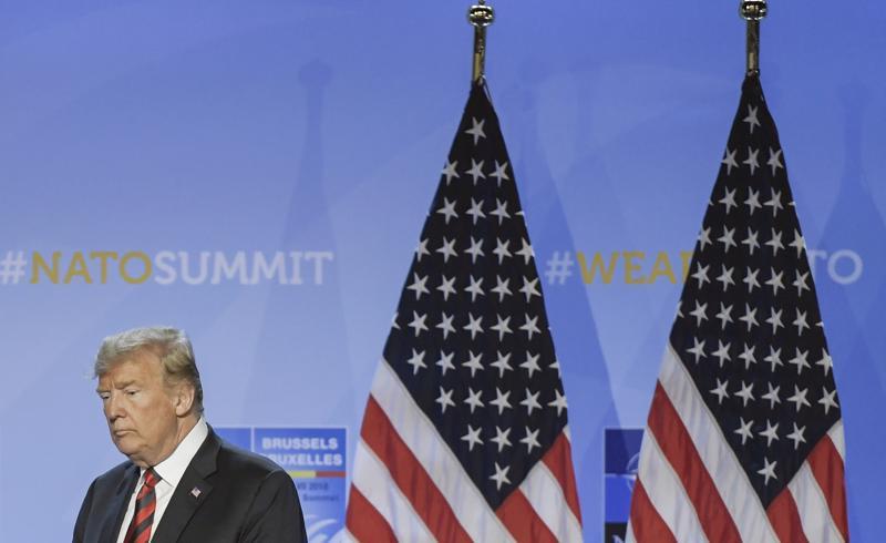 yhdysvaltain presidentti Donald Trump saapui tiedotustilaisuuteen Brysselissä Nato-kokouksen toisena päivänä.