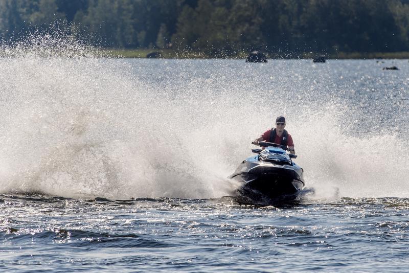 Joonas Jukkola on omistanut vesiskootterin nelisen vuotta. Notkean menopelin vahvuus on Jukkolasta sen nopeus ja vaivattomuus.