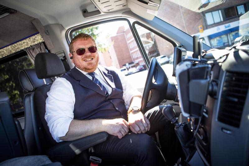 Pekka Väyrynen ajaa taksia päätoimisena työnään toisen palkkalistoilla. Hän ei ole kuitenkaan ikinä kokenut tarpeelliseksi liittyä liittoon.