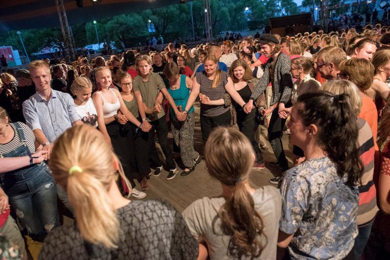 Kaustisella tanssittiin yökatrillia torstain ja perjantain välisenä yönä.
