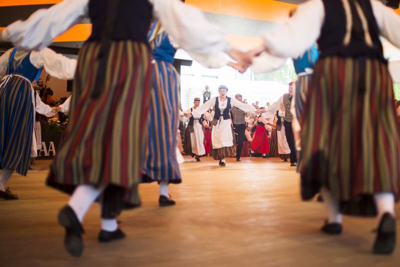 Ottosten tanssiesityksessä torstaina nähtiin kaikkiaan noin 180 esiintyjää.