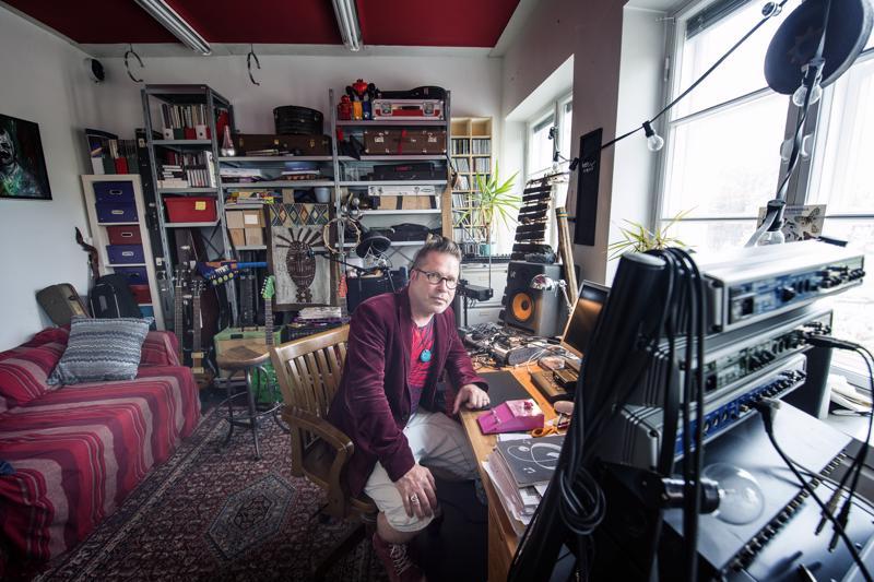 Jarmo Saarella on työhuone Helsingin Vallilassa. Useimmiten työn alla on pääprojekti ja monenlaista muuta mielenkiintoista.