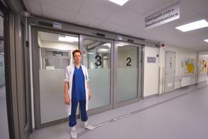 Ylilääkäri Anu Tuomikoski Oulaskankaan sairaalan yhteispäivystyksestä muistuttaa, että reseptejä ei uusita päivystyksessä, vaan potilaan täytyy itse huolehtia hyvissä ajoin reseptien uusiminen omassa hoitavassa yksikössä.