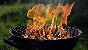 Hiilligrillissä leimahdusvaara vältetään antamalla sytytysnesteen imeytyä hiiliin, minkä jälkeen ne sytytetään varovasti tuulen yläpuolelta.