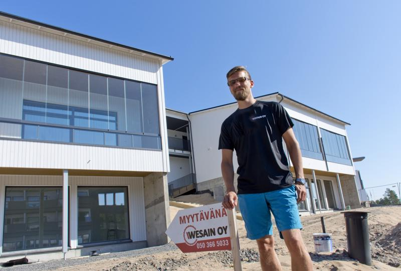 Kaikenkokoiset loma-asunnot käyvät kaupaksi Hiekkasärkillä, toteaa Wesain Oy:n kaupallinen johtaja Sami Alakotila.