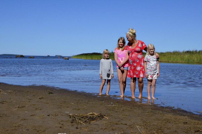 Morsiussaaren rannat ovat tulleet vuosien aikana tutuksi niin Anna Nurmi-Lehdolle kuin veljen tytöille  Sofia, Vilma ja Veera Nurmelle.