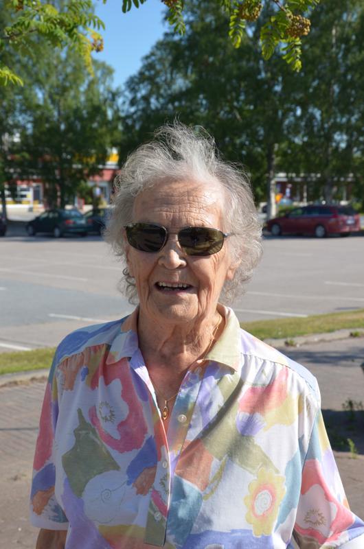 Eeva Kankaanpää, Kannus- Onhan sillä. Valkoinen tai musta.