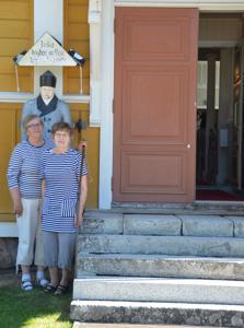 Kaija Siemala (vas.) ja Maija Keskikuru ovat olleet vapaaehtoistyöntekijöinä Himangan tiekirkossa jo useamman vuoden ajan.