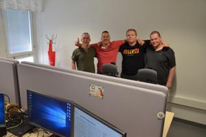 Jouni Junell, Pauli Takanen, Teemu Saarilampi ja Juha Järvi työskentelevät Ylivieskan kaupungintalon ict-hermokeskuksessa. Kun muut lomailevat, nämä ict-veljet ovat töissä.