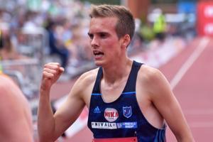 Miika Tenhunen juhli pronssia 3000 metrin estejuoksussa.