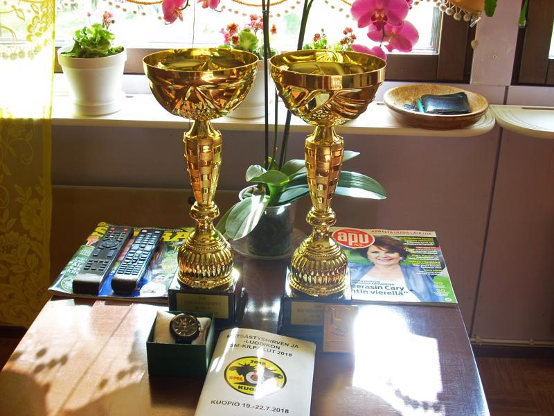 Oiva Laurilalla oli paljon kotiintuomisia viikonlopun SM-ammunnoista: kaksi komeaa pokaalia, rannekello ja kultamitali.