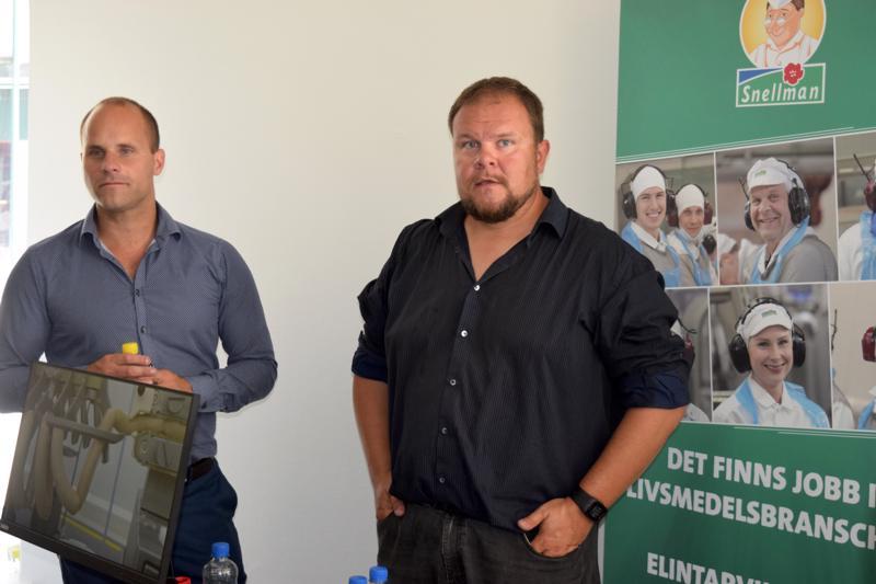 Toimitusjohtaja Roland Snellman ja markkinointi- ja viestintäsuunnittelija Rami Lehtola arvostavat työnantajan järjestämää koulutusta, mutta elintarvikealan perusopit eivät ole työntekijälle haitaksikaan.