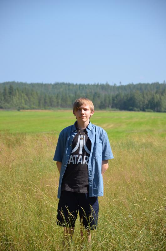 Maalaisidylliä. Lestijärveläisen nimipäiväsankari Kimmo Remeksen kotipihalta avautuu luonnonkaunis peltonäkymä.