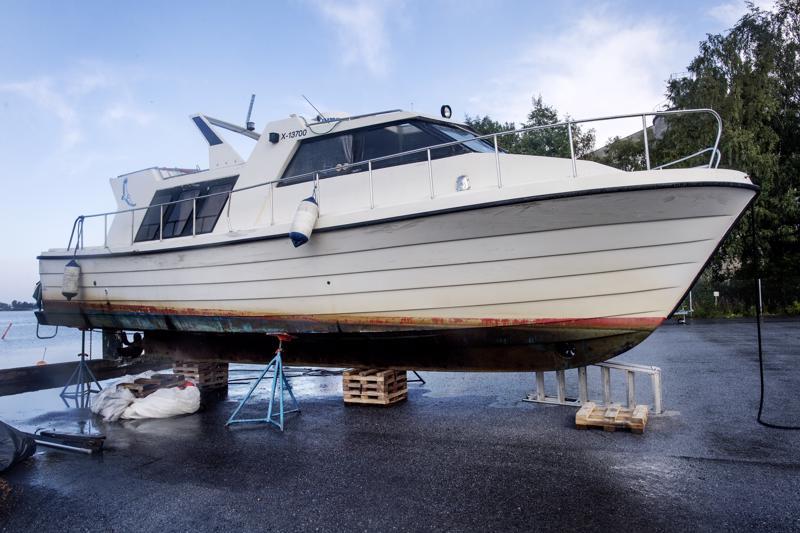 Vesibussina käytetty alus on noin 11 metriä pitkä.