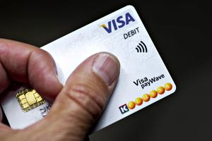 Varovaisuutta pankkikorttimaksamiseen, toivoo poliisi.