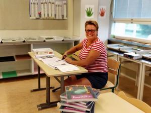 Opettaja Sari Weckmanin luokassa Etelänummella alkaa kaikki olla valmista  Ruusulehdon oppilaita varten. Hän pitää tunteja myös Kielikylpykoululaisille. Weckmania mietityttää mm. ottavatko tulevat kuutoset vaikutteita vanhemmista oppilaista.