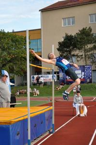 Aleksi Klemola hyppäsi SM-pronssille Laitilassa.