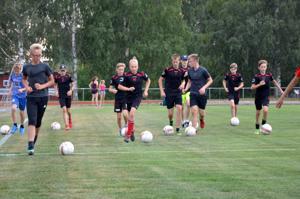 Vetelin Urheilijoiden jalkapallotoiminta on vilkasta. Tässä C14-pojat harjoituksissa.
