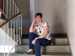 Annika Stenvik kannustaa Naistenpäivystyksessä tukihenkilönä eteenpäin myös maailman ihanimmalla ja voimaannuttavimmalla tunteella, toivolla.