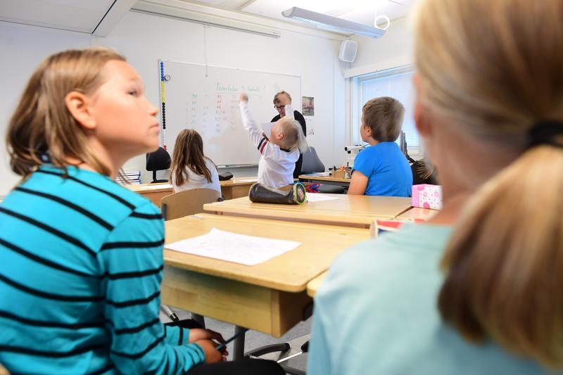 Parakkiluokka muistuttaa aivan tavallista luokkahuonetta.