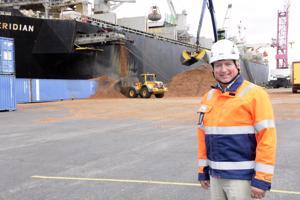 Pietarsaaren Satama Oy:n toimitusjohtaja Juha Hakala on erittäin tyytyväinen sataman ensimmäisen puolen vuoden tulokseen.