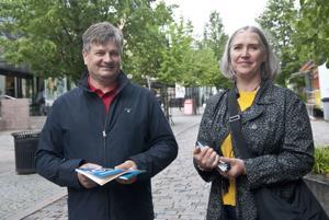 Kokkolan seudun opiston rehtori Asko Muilu ja suunnittelijaopettaja Päivi Makkonen ovat valmiina uuteen lukuvuoteen.