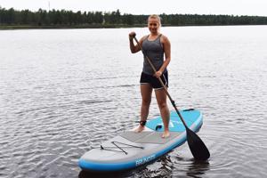 Jenni Paakki käy suppailemassa vähintään pari kertaa kesässä yleensä Kylpyläsaaressa.