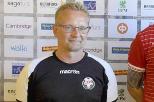 Tomi Kärkkäinen ehti olla Ykkösessä pelaavan Pietarsaaren Jaron päävalmentajana vajaan vuoden ajan.