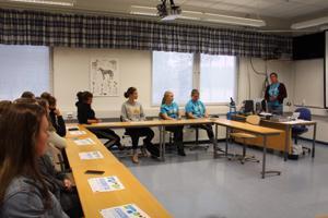 Kpedun Kaustisen yksikössä raviopistolla aloitti maanantaina hevosenhoitajan opinnoissa 14 uutta opiskelijaa.