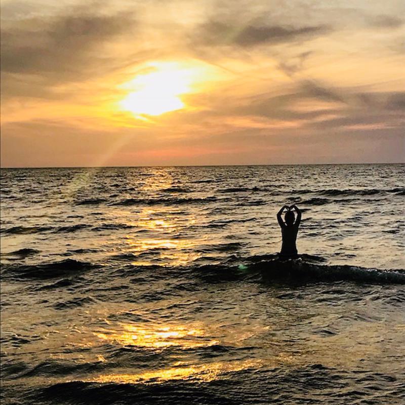 Elokuisen illan uintiretki Hiekkasärkillä.