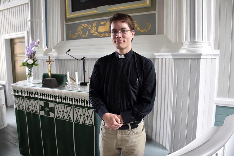 Niko-Pekka Ovaskaiselle kirkon elämä ja hänen oma pappeutensa lähtevät alttarin ääreltä.