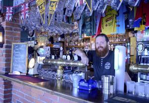 Paul Fitzpatrick ei ole huomannut suuria eroja Pohjois-Irlannin ja Suomen pubikulttuureissa. Sisustuskin on työpaikassa kotoisa.