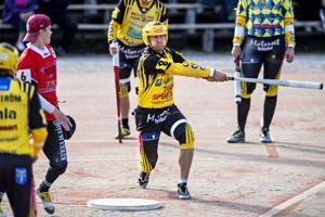 Kannuksen Uran Marko Järvenoja (oik.) ja Veteli Pesiksen lukkari Aleksi Lahti jatkavat viikonloppuna kamppailua suomensarjan lohkofinaalipaikasta.