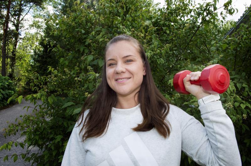 Tavoitteena terveellisempi elämä -ryhmän ylläpitäjä Kati Laitinen laskee ryhmän moderointiin kuluvan ajan tätä nykyä työajaksi. Hänen yrityksensä Sportti-isku myy personal trainer -palveluita.