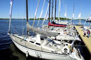 Baltic Yachtsin purjeveneitä kokoontui Baltic Yachts Rendezvous tapahtumaan viime vuonna Pietarsaaressa. Purjeveneitä valmistetaan Luodossa ja Pietarsaaressa.