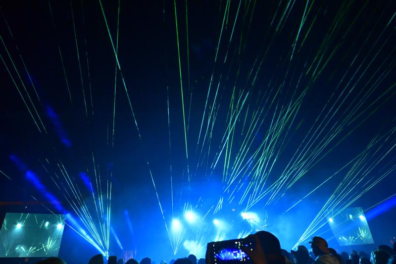 Kokkolan Venetsialaiset päätti musiikin tahtiin esitetty lasershow.