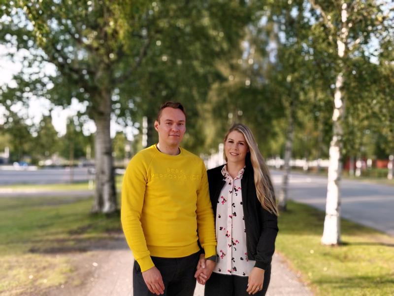 Tommi ja Sannamari Pippola palasivat työn tuomina Pietarsaareen opiskelujen jälkeen.