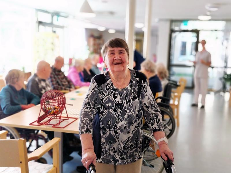 Aino Syynimaa, 89, kehuu uudet asuintilat maasta taivaaseen.