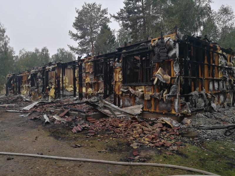 Haapaveden puisesta rivitalosta ei jäänyt paljon jäljelle, mutta henkilövahingoilta vältyttiin, koska talo oli syttymishetkellä tyhjä.