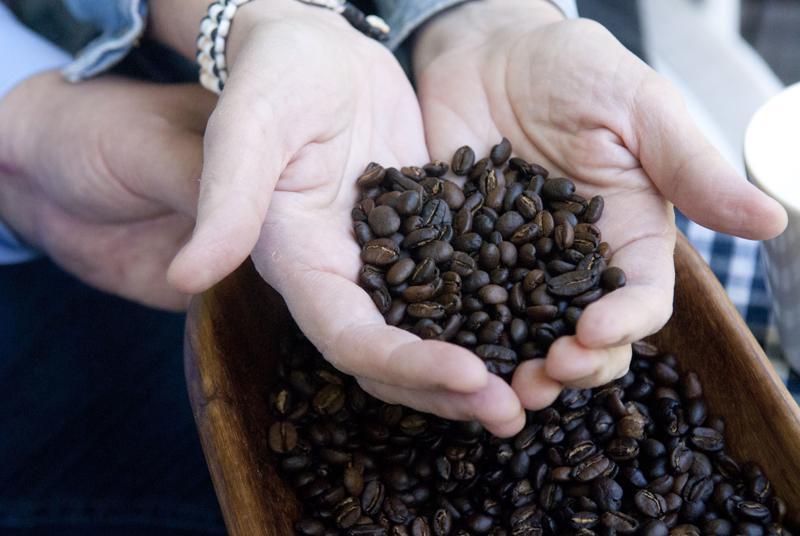 Salon pariskunta sai kipinän kahvilabisnekseen Salomonsaarilla ollessaan.